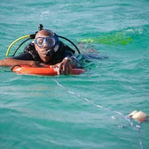 7 Mares curso PADI Rescue Diver en Canarias