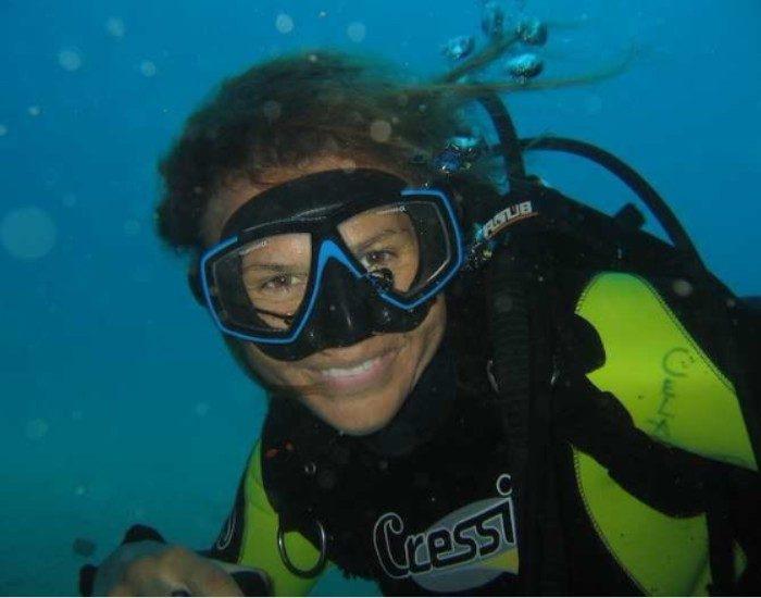 Buceo Altea Celacanto buceadora bajo el agua