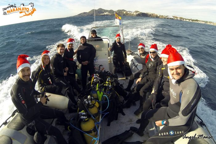 Buceo Naranjito inmersión en Navidad en barco