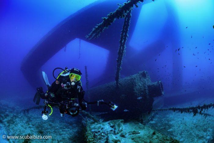 Buceo en pecios profundos Scuba Ibiza