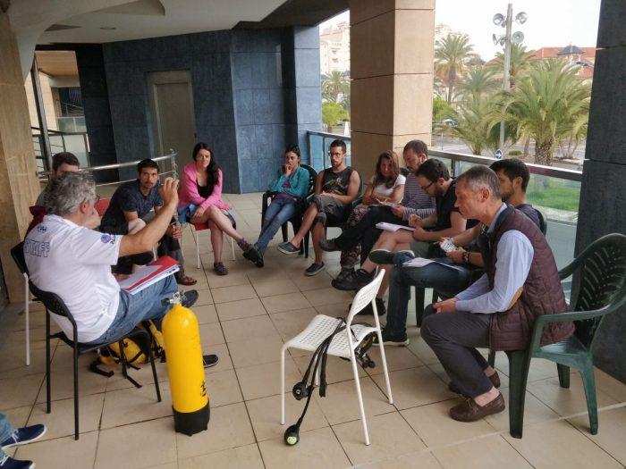 Clases de teoria curso PADI Open Water La Manga Cabo de Palos Mas Mar Buceo