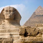 Faraón y pirámide de Egipto - Ultima Frontera