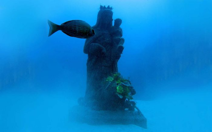 Ocean Dreams Tenerife estatua submarinismo bajo el mar