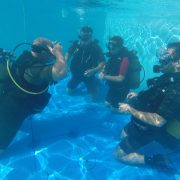PADI-Open-Water-inmersion-en-piscina-Dive-Center-Barbate