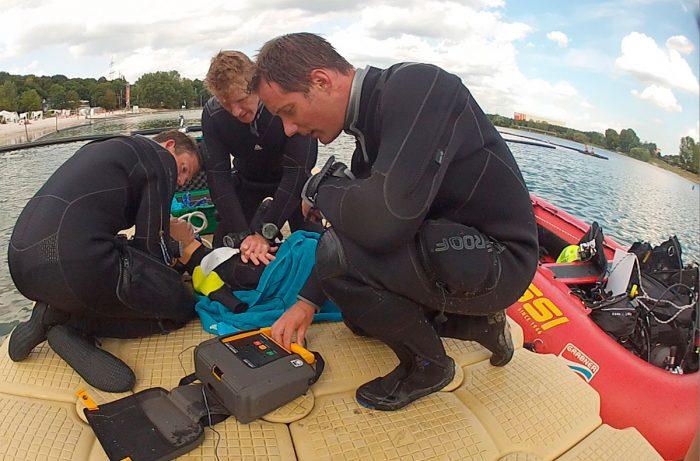 Primeros auxilios RCP durante inmerion de buceo - EFR
